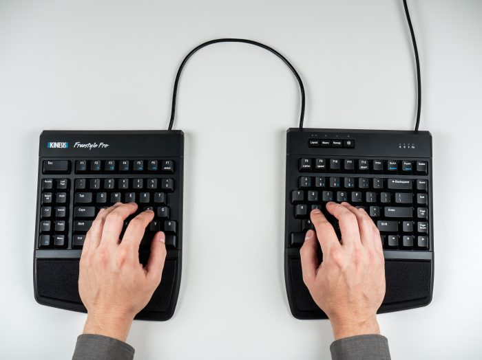 https://kinesis-ergo.com/wp-content/uploads/kb900AC906-hands.jpg